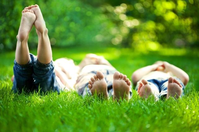barefoot-kids